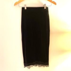 NWT H&M velvet skirt with lace trim and slit